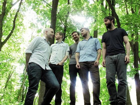 元SAOSINのAnthony Green率いるCIRCA SURVIVE、新曲「Sharp Practice」を公開!
