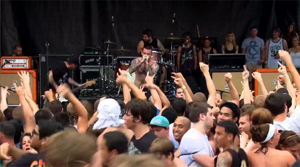 SENSES FAIL、最新ベスト・アルバム収録曲「War Paint」のWarped Tourでのライヴ映像を公開!