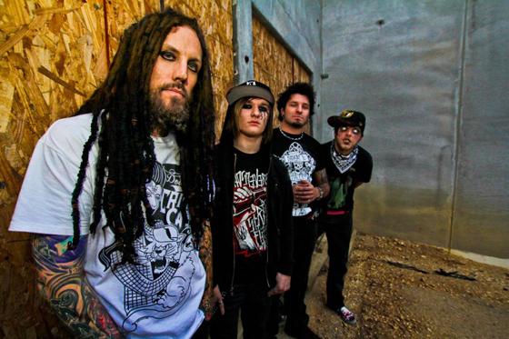 元KORNのHeadがヴォーカルを務めるソロ・プロジェクト、LOVE AND DEATHが最新ミュージック・ビデオ「The Abandoning」を公開!