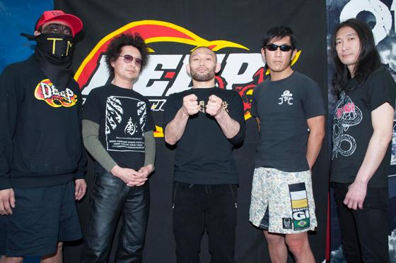 総合格闘技団体DEEPが、OUTRAGE、PULLING TEETH、COCOBATのメンバーら錚々たる面々を集めスペシャル・バンドを結成!渋谷サイクロンにてプレミア・ライヴを開催!