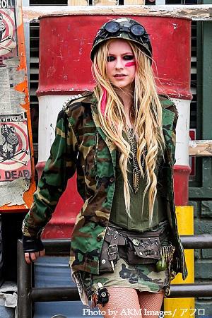 Avril Lavigne、自身初のセルフ・タイトル・アルバム『Avril Lavigne』を