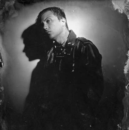Frank Iero(ex-MY CHEMICAL ROMANCE)による新プロジェクトFRNKIERO AND THE CELLABRATION、8/25リリースのデビュー・アルバム『Stomachaches』より「joyriding」の音源公開!