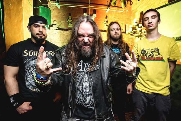 """SOULFLY、独メタル・フェス""""Wacken Open Air 2006""""での「Roots Bloody Roots」、「Eye For An Eye」ライヴ映像公開!"""