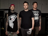 BLINK-182、SYSTEM OF A DOWN、BULLET FOR MY VALENTINEほか人気アーティストアイテムにモデル着用写真を追加!