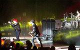 【貴重動画!】Gerard Way(MY CHEMICAL ROMANCE)、Tom Delongeに代わってBLINK-182のヴォーカルとしてライヴに登場!
