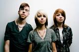 美人双子姉妹率いるポップ・パンク・バンド、COURAGE MY LOVEがが謎の展開を見せる最新ミュージック・ビデオ「The River」を公開!