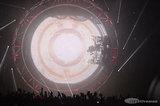 ステージの仕掛けも凄い!MOTLEY CRUE来日ツアーのライヴ写真が公開に。