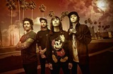 PIERCE THE VEIL、ニュー・アルバム『Collide With The Sky』より新曲「King For A Day」のリリック・ビデオを公開!
