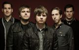 SILVERSTEIN、最新作『This Is How The Wind Shifts』より「In A Place Of Solace」のライヴ・ビデオを公開!