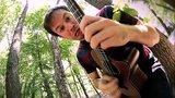 ついにウクレレ破壊!?ウクレレ・メタル・カヴァーで有名なギタリストRob Scallon、今度はCANNIBAL CORPSEの「Frantic Disembowelment」をカヴァー!