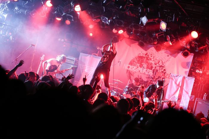 NOISEMAKERのライヴ・レポートを公開!メジャーデビューを発表、新たな未来を切り開いた記念すべきツアー・ファイナルの10/24渋谷CLUB QUATTRO公演をレポート!