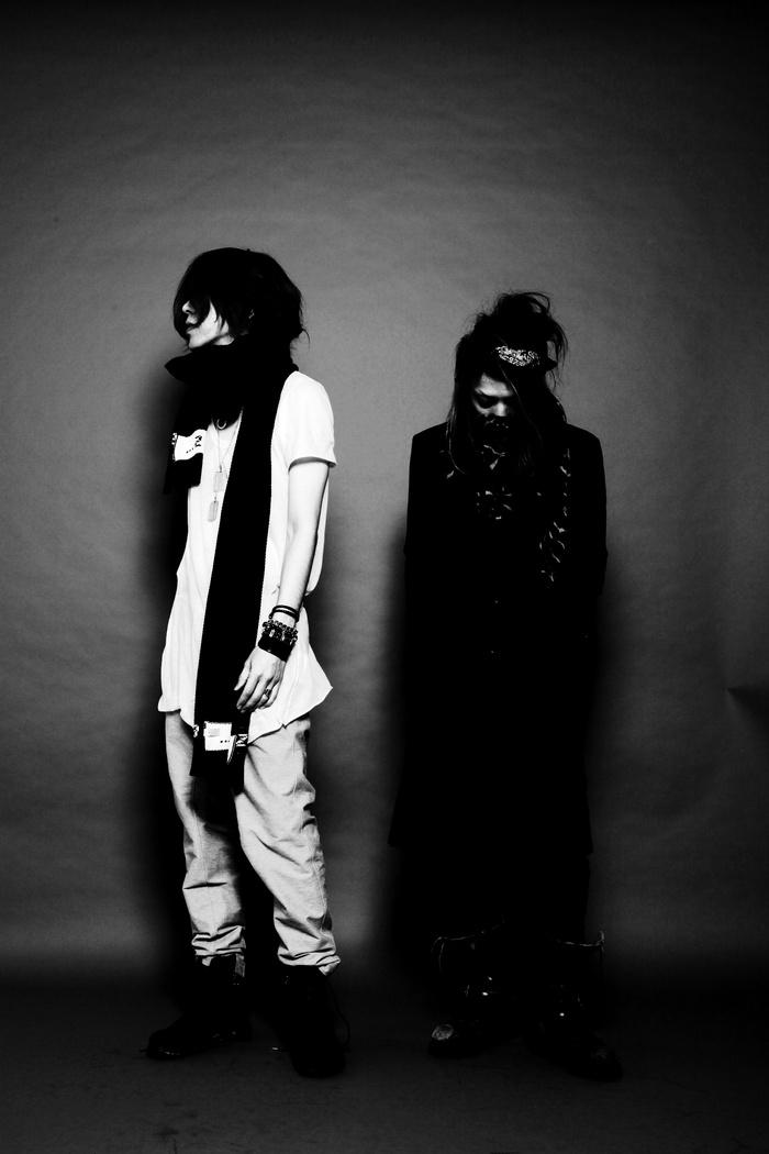 オルタナティヴ・ロック・バンド CACKOO、3/11にリリースする2枚組ミニ・アルバム『革命家の涙/その未来』のジャケット公開!2曲入りデモCD『DEAD E.P』が明日緊急リリース決定!