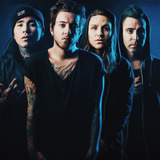 BREATHE CAROLINA、新曲「Anywhere But Home」のMV公開!