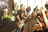 結成21年目を迎えた3ピース・パンク・バンド STOMPIN' BIRD、10/7にニュー・アルバム『WiLD RiDE』リリース決定!付属DVDには昨年行われた野外フリー・ライヴ映像を収録!