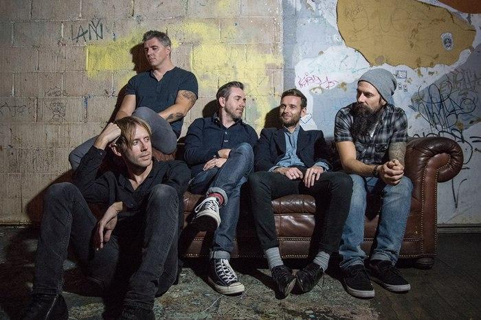 元LOSTPROPHETSのメンバーがTHURSDAYのヴォーカルを迎えて立ち上げた新バンド NO DEVOTION、デビュー・アルバム『Permanence』の音源を全曲フル公開!