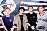 """""""5秒でハマる""""新世代ポップ・パンク 5 SECONDS OF SUMMER、11/20にバンド初となる映像作品集『How Did We End Up Here? Live At Wembley Arena』をリリース決定!"""