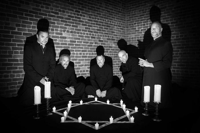 FAITH NO MORE、最新アルバム『Sol Invictus』より、モノクロのカルト映画を用いた「Separation Anxiety」のMV公開!