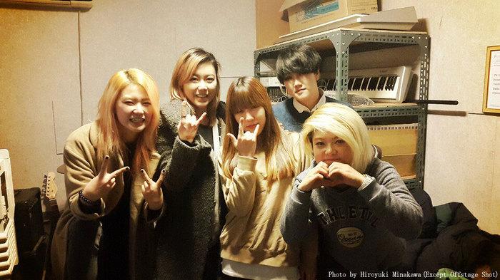 韓国発の若きガールズ・ロック・バンド WALKING AFTER U、新メンバーとして現役女子大生Cho Min Yeong(Ba)が加入!