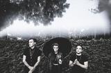 SKRILLEXミーツPARAMORE!? PVRIS、デビュー・アルバム『White Noise』のデラックス・エディションを4月にリリース決定!新曲「You And I」のMV公開!