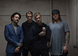 THE USED、4/2リリースのライヴ・アコースティック・アルバム『Live And Acoustic At The Palace』より「The Bird And The Worm」のライヴ映像公開!