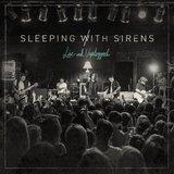 SLEEPING WITH SIRENS、ライヴ・アコースティック・アルバム『Live and Unplugged』の全曲フル音源公開!