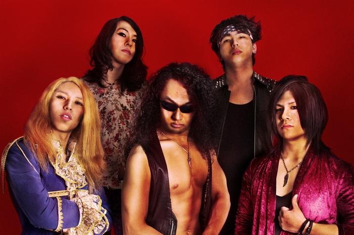 正統派ジャパニーズ・メタルを継承する若き5人組 TORNADO-GRENADE、1stフル・アルバム『LOVERUPTION』より「Sex,Spice,Rock'n Roll」のMV公開!