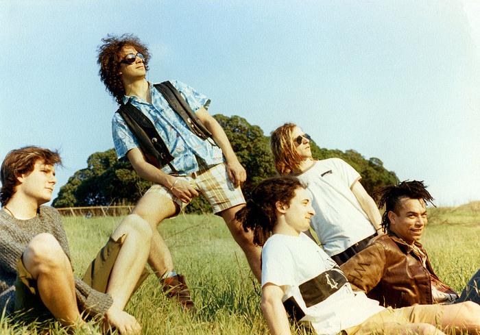 FAITH NO MORE、デビュー・アルバム『We Care A Lot』のリマスター・デラックス盤を8/31にリリース決定!