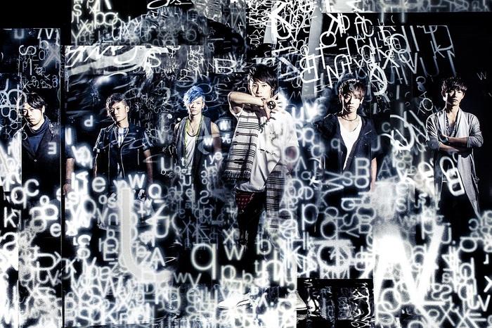 UVERworld、11/2にリリースする映像作品『UVERworld PREMIUM LIVE on Xmas 2015 at Nippon Budokan』より「Roots」のライヴ映像(Short.Ver)公開!