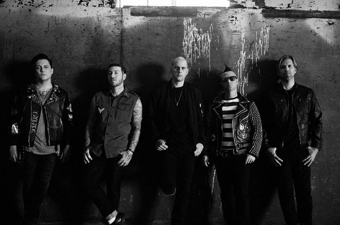 AVENGED SEVENFOLD、突如世界同時リリースしたニュー・アルバム表題曲「The Stage」のMVメイキング映像公開!