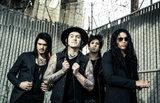 ラスベガス出身のメタルコア/スクリーモ・バンド ESCAPE THE FATE、最新アルバム『Hate Me』より「Breaking Me Down」のMV公開!