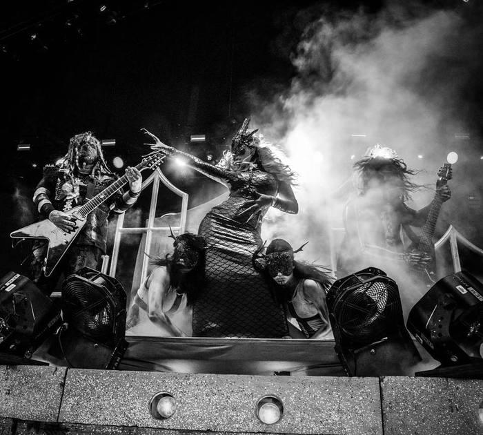 IN THIS MOMENT、9月の来日公演で披露した「Sick Like Me」のライヴ映像公開!