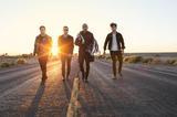 3月に来日するFALL OUT BOY、5thアルバム『Save Rock And Roll』収録曲「Young Volcanoes」のライヴ映像公開!
