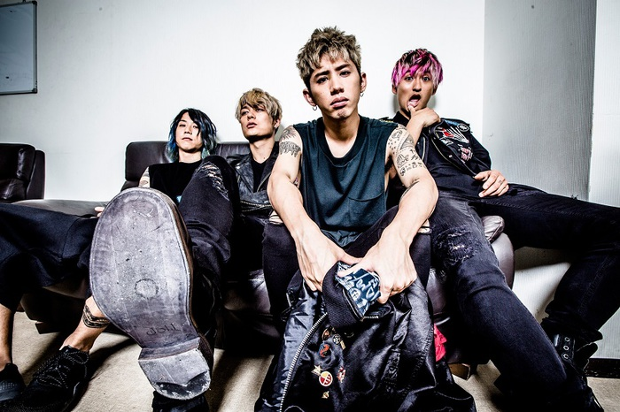 """ONE OK ROCK、1/11にリリースするニュー・アルバム『Ambitions』収録曲「We are」が""""NHKサッカー""""のテーマ・ソングに決定!"""