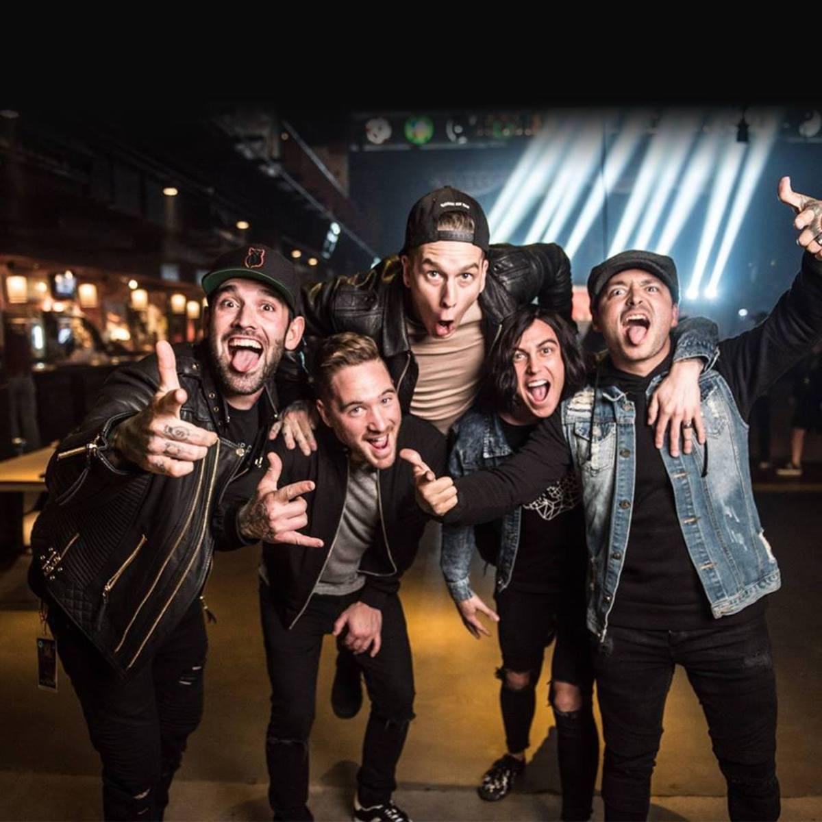 "SLEEPING WITH SIRENS、""Vans Warped Tour 2016""より「Kick Me」の ..."