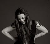 "EVANESCENCEのAmy Lee(Vo)、サスペンスTV映画""Voice From The Stone""のEDテーマ書き下ろしの新曲「Speak To Me」の音源公開!"