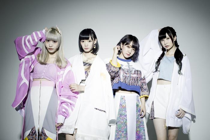 """neo tokyo""をコンセプトに活動するアイドル・グループ uijin、""IDOL ROCKS! SPRING SPECIAL!""にて披露した「ten-age」のライヴ映像公開!"