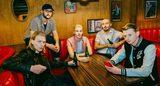 UK出身のポップ・パンク・バンド AS IT IS、最新アルバム『Okay.』より「Still Remembering」のアコースティック・パフォーマンス映像公開!