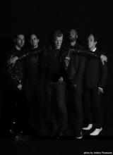 QUEENS OF THE STONE AGE、8/25リリースのニュー・アルバム『Villains』より「The Evil Has Landed」の音源公開!