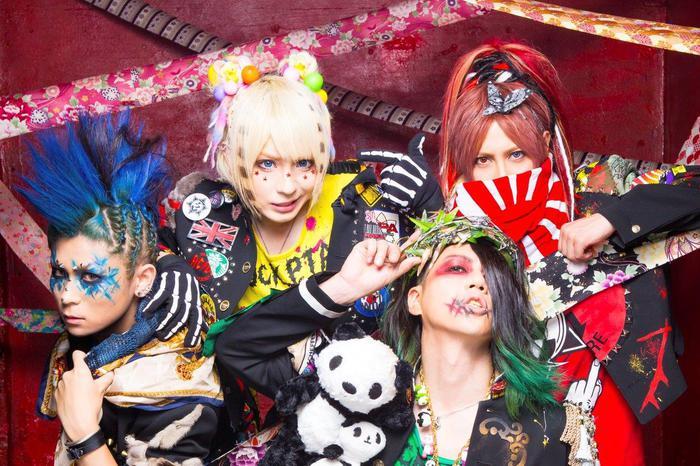 元ARTEMAのメンバー擁する新バンド アクメ、12/6にリリースする1stシングル表題曲「マグロ解体チェーンソー」のMV30秒スポット映像公開!
