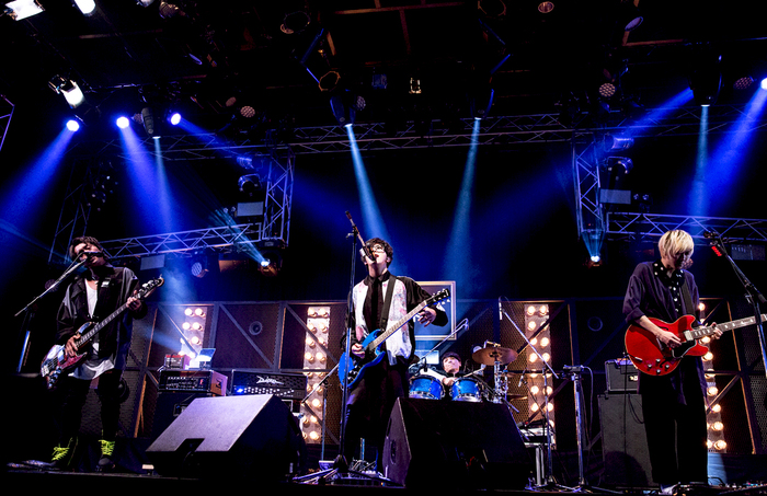 BLUE ENCOUNT、今夜AbemaTVにてニュー・シングル表題曲「VS」含む3曲を豪華パフォーマンス! 制作秘話も語る!