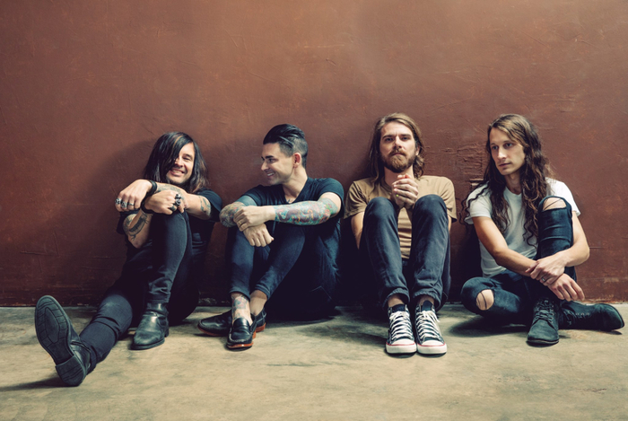 DASHBOARD CONFESSIONAL、2月リリースの約9年ぶりニュー・アルバム『Crooked Shadows』より新曲「Heart Beat Here」の音源公開!