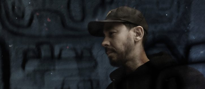 Mike Shinoda(LINKIN PARK)、Chester Bennington没後初となるソロ音源『Post Traumatic EP』発表!新曲3曲のMV公開!