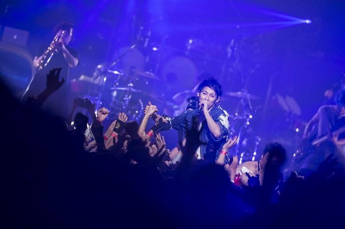 "UVERworld、日本最大23,000人の""男祭り""ライヴを映像作品化&3/14リリース決定!ライヴハウス・ツアー開催も発表!"
