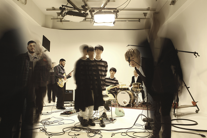 FIVE NEW OLD、メジャー1stアルバム『Too Much Is Never Enough』よりタイのポップ・シンガー Stampとコラボレーションした「Good Life feat. Stamp」MV公開!