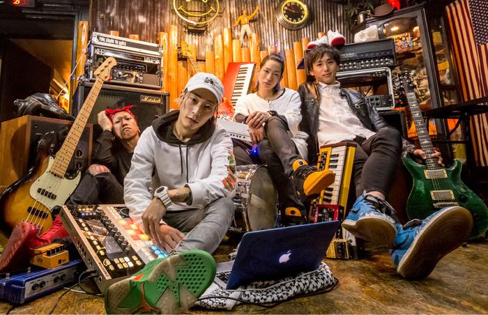 ストリート・カルチャー発のミクスチャー・バンドonepage、4/11リリースの2ndミニ・アルバム『when you feel be』より「Feeling High」MV公開!