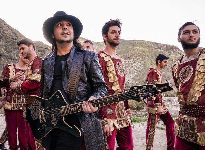 Daron Malakian(SOAD)のサイド・プロジェクト DARON MALAKIAN AND SCARS ON BROADWAY、10年ぶりニュー・アルバム『Dictator』リリース決定!新曲「Lives」MV公開!