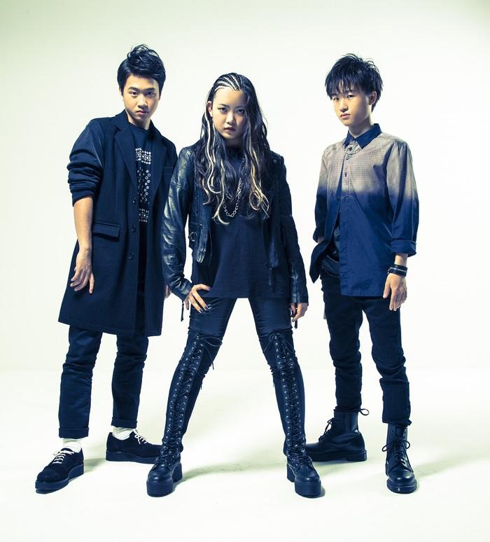 """平均年齢16歳の3ピース・ヘヴィ・メタル・インスト・バンド ASTERISM、""""BATTLE SESSION""""第5弾「Midnight Hunter」スタジオ・ライヴ映像公開!"""