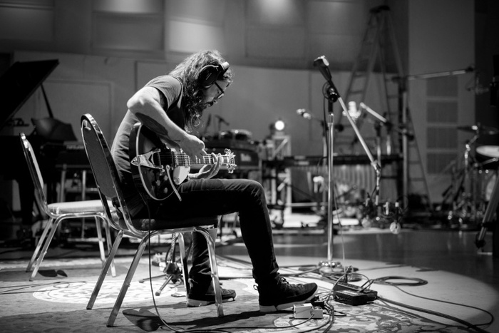 Dave Grohl(FOO FIGHTERS)、8/10配信リリースの映像/音源作品「Play」新たなティーザー映像が公開!