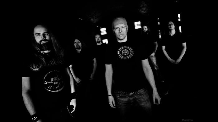 フィンランド産メロデス・バンド OMNIUM GATHERUM、9/26国内盤リリースのニュー・アルバム『The Burning Cold』より「Refining Fire」MV公開!