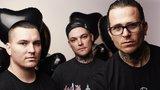 オーストラリアの叙情派メタルコア・バンド THE AMITY AFFLICTION、ニュー・アルバム『Misery』より「D.I.E.」MV公開!